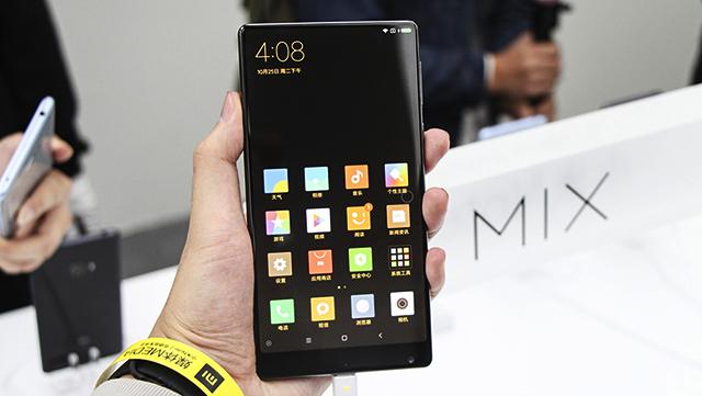 danh gia dien thoai xiaomi mi mix 5 1 - Xiaomi Mi Mix: Smartphone cao cấp không viền màn hình