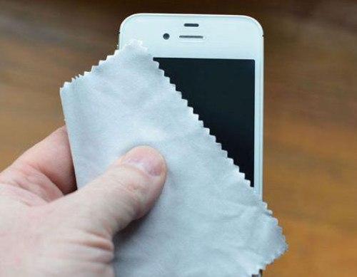 xu ly khi dien thoai roi xuong nuoc 3 1 - Cách xử lý hiệu quả nhất khi làm rơi điện thoại xuống nước