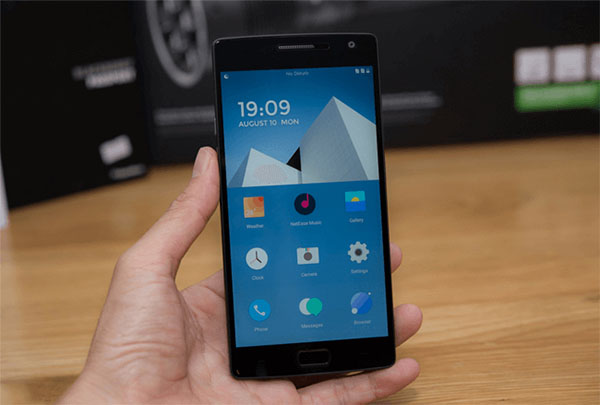 oneplus 2 4gb 64gb man hinh - Đánh giá điện thoại OnePlus 2 có tốt không?